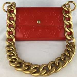 LOUIS VUITTON Vernis Wallet on Chunky Chain